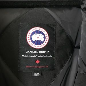 canada goose chateau parka w/fur trimmed hood navy